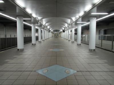 コスモスクエア駅中央線ホーム