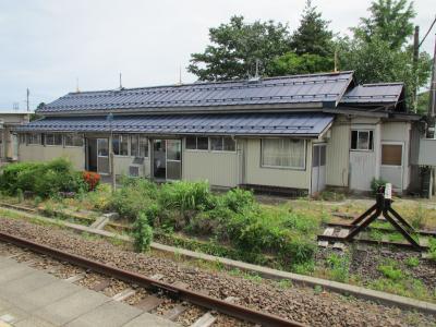 脇野田駅舎線路側