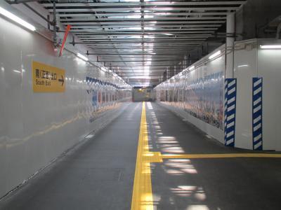 富山駅仮コンコース1