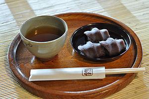300px-Akafuku-mochi_001.jpg