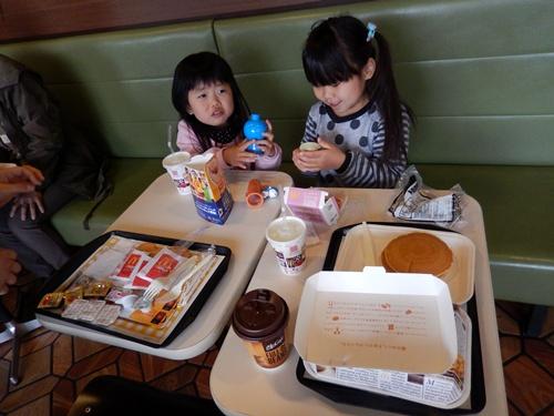 2014.4.5 孫たちの笑顔 (朝マック) 020 (2)