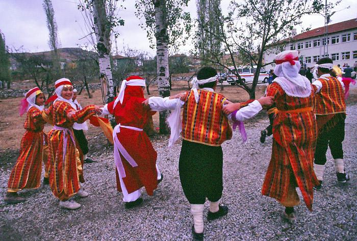 303子供たちの踊り1998