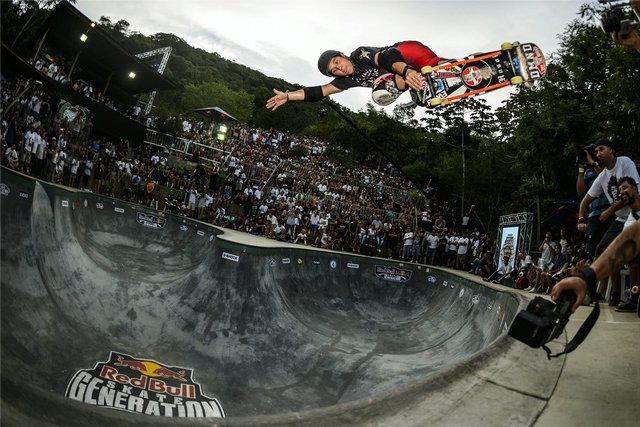 christian-hosoi-backside-air-floripa-helge-tscharn2.jpg