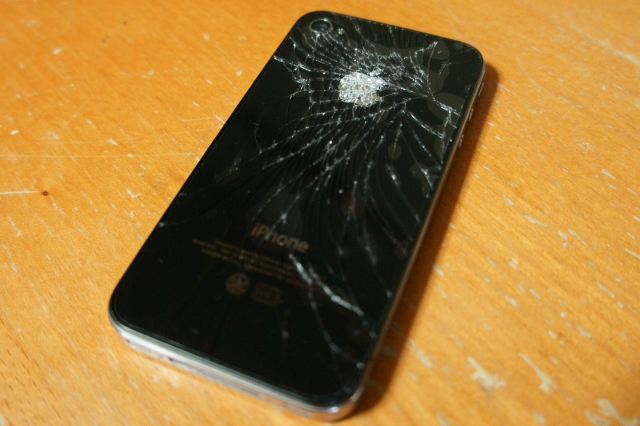 iphone4_crash_backpanel_07.jpg