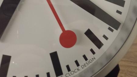 秒針のアップです。スイスの時計MONDAINEはとてもシンプル