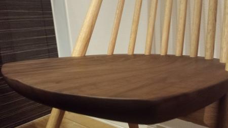 おチャレダイニング椅子 シビルチェアの座面 おしりの形にフィット