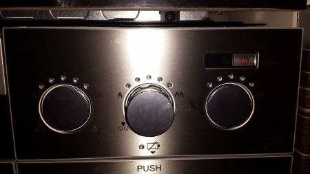 パロマクレアビルトインコンロ 右側火力調整操作ボタンの写真