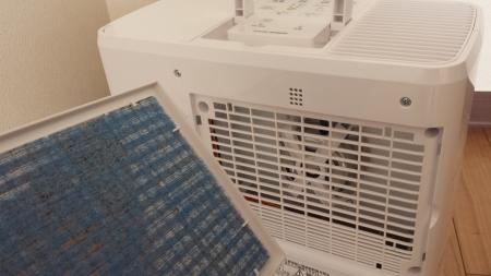 ダイニチ ハイブリッド式加湿器 HDシリーズ フィルター部分の蓋開け画像