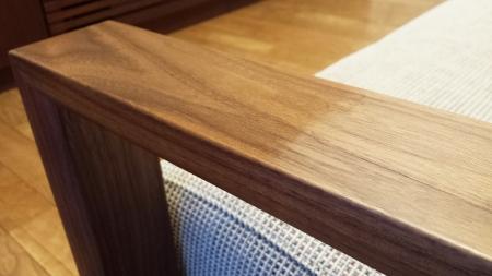 カリモク2人掛椅子ロング WT5112UKに蜜蝋ワックスを塗ってみました。