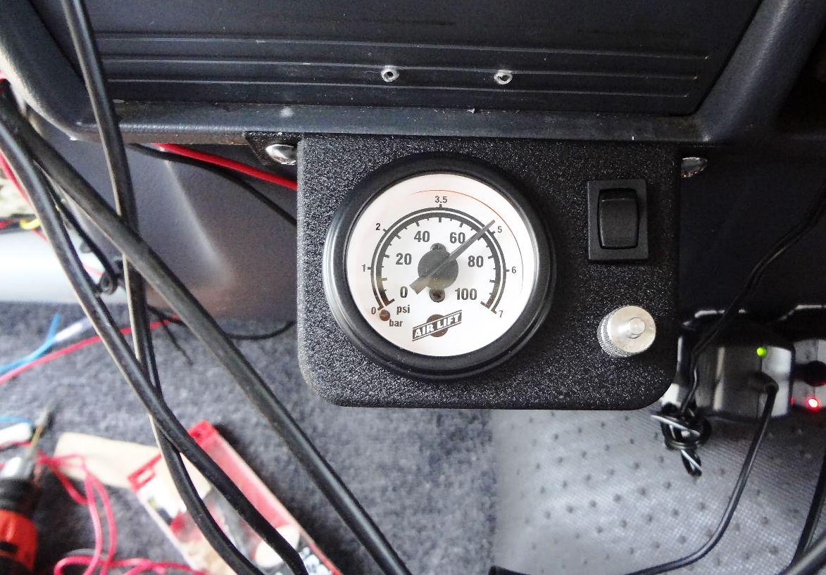 運転席のコントローラー