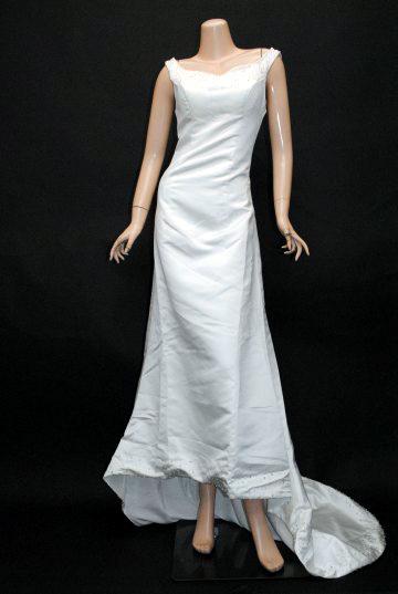胸元ビーズシンプルトレーンベール付き ロングドレス