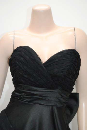 小悪魔系大きなリボン付に包まれた豪華 ロングドレス