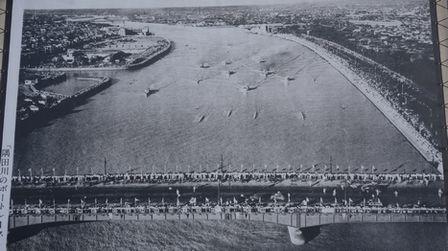 隅田川のボートレースの写真