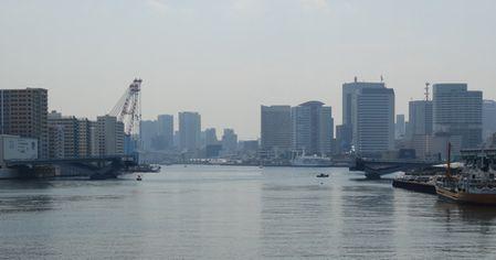 勝鬨橋から下流を見る