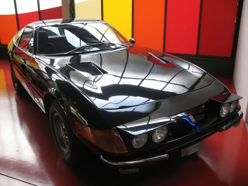 Ferrari-365-GTB4_02