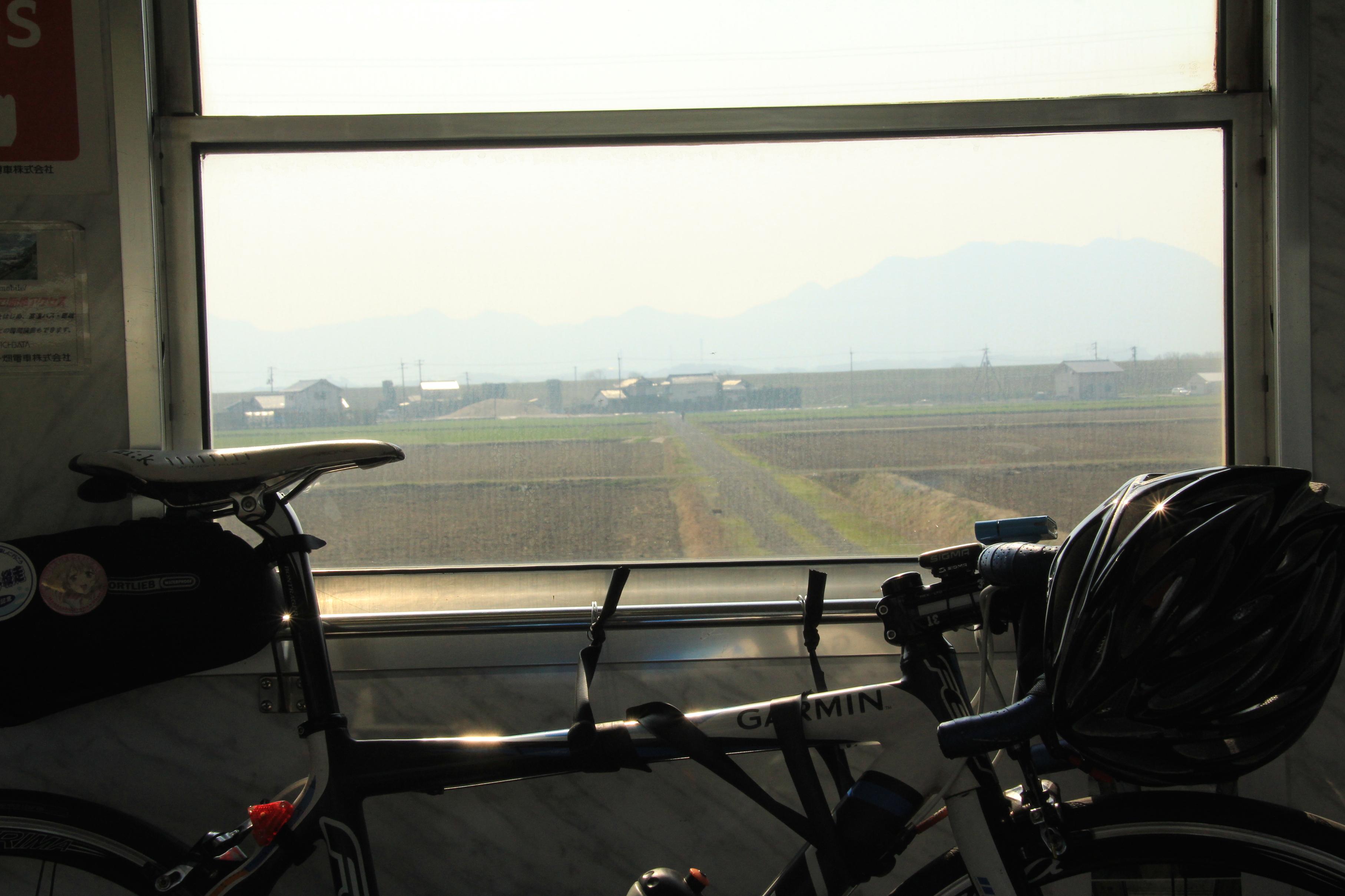 車窓×自転車の組み合わせも ...