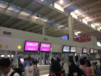 高雄国際空港 チェックインの様子