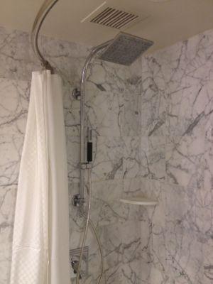 シャワーと浴槽