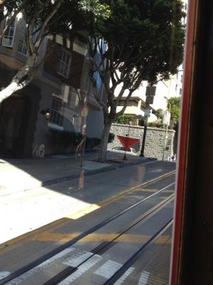 サンフランシスコ名物の坂道