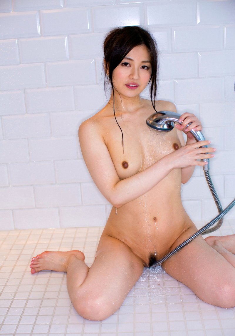 【No.15354】 シャワー / 新山沙弥