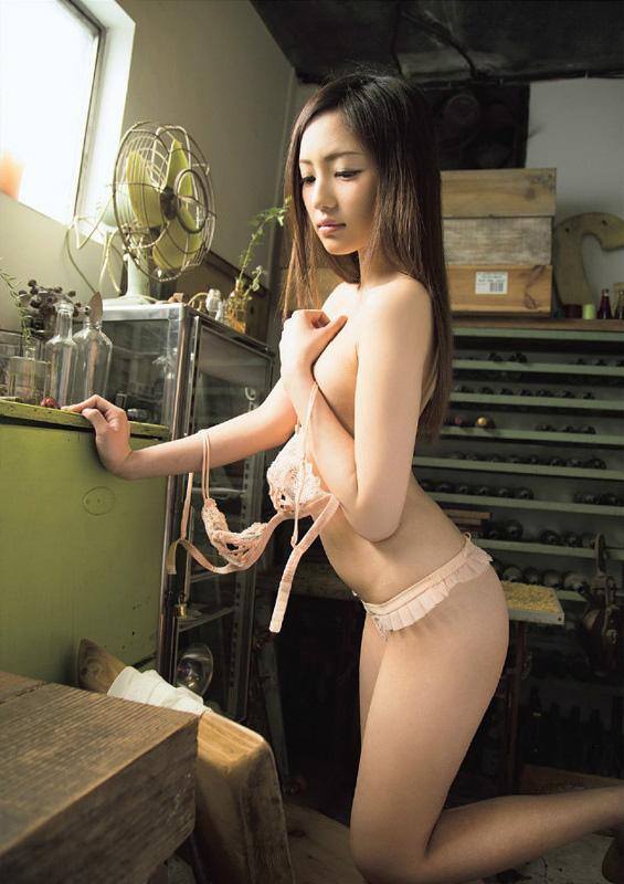 桃谷エリカのグラビア写真