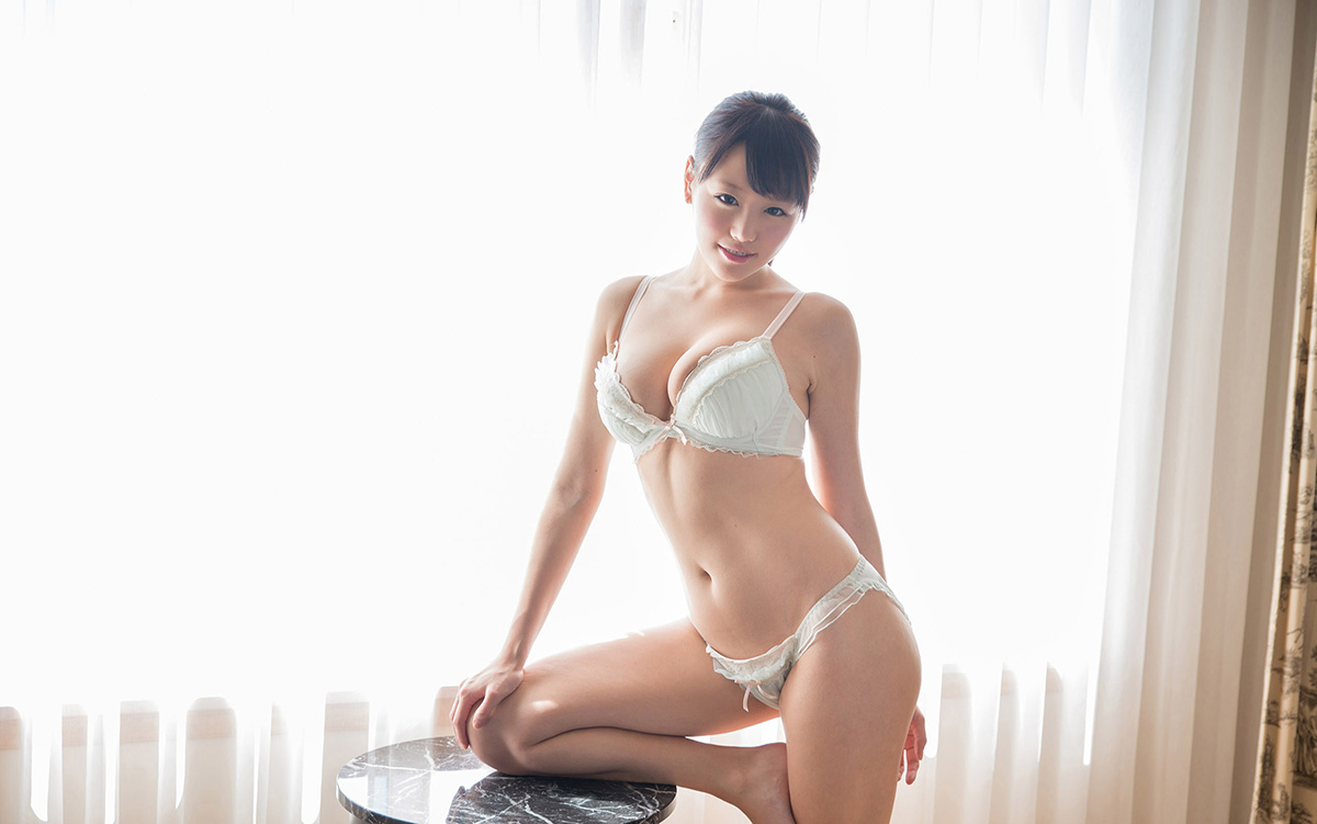 浜崎真緒 | 綺麗なお姉さん。~AV女優のグラビア写真集~