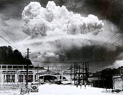 250px-Atomic_cloud_over_Nagasaki_from_Koyagi-jima[1]