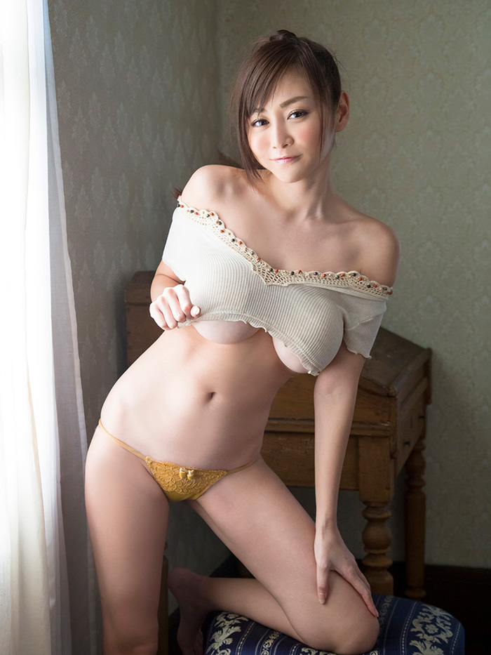 杉原杏璃 黄金の胸 | えっちなお姉さん。