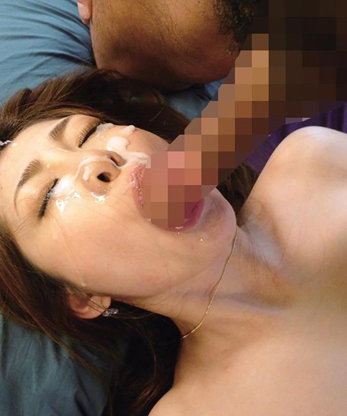 濃厚ザーメンを顔に大量にぶっかけられてる顔射画像