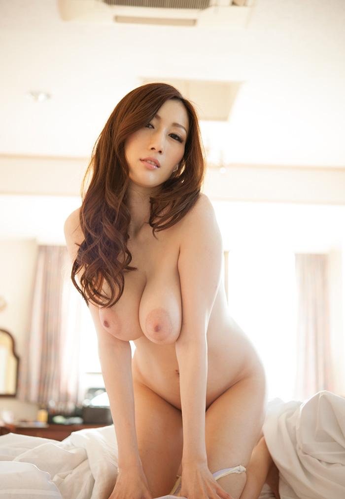 「東洋の美女」JULIAのJカップおっぱいヌード画像
