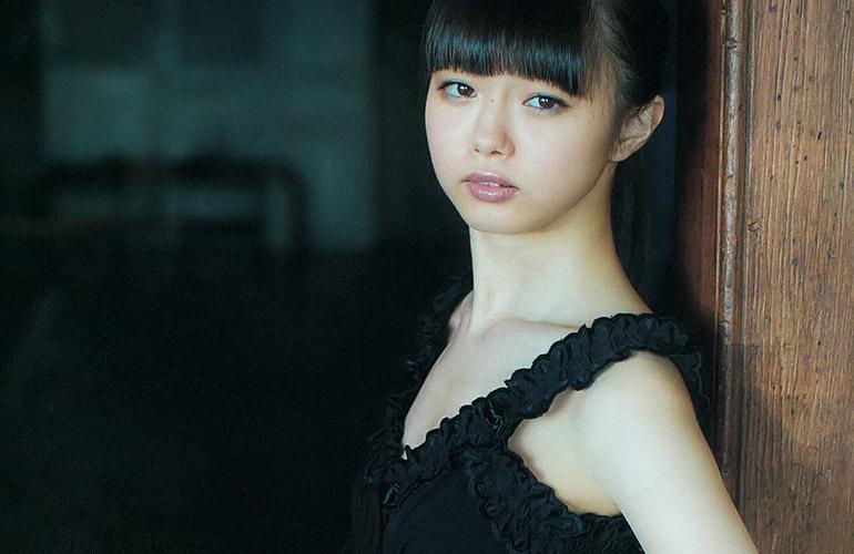 市川美織 20歳のピンナップ | えっちなお姉さん。