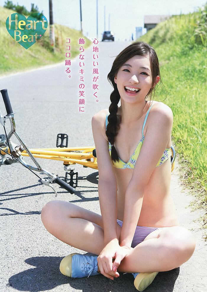足立梨花 常夏スマイル   えっちなお姉さん。