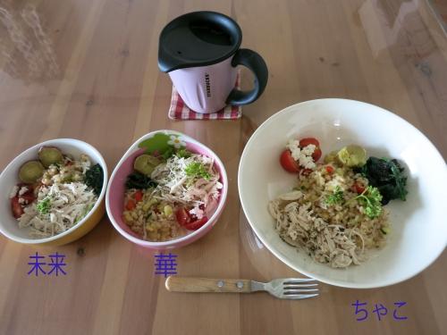 3人の朝ご飯 鶏としらすのチャーハン