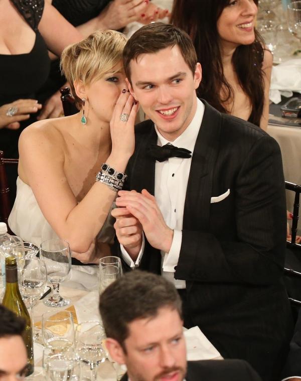Jennifer-Lawrence-whispered-something-her-boyfriend-Nicholas-Hoult.jpg