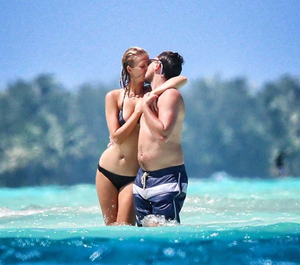 Leonardo-DiCaprio-Shirtless-Vacation-Toni-Garrn-borabora-01.jpg