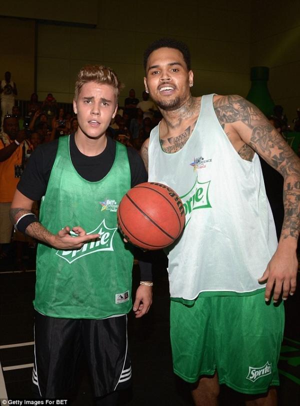 chris-brow-justin-bieber-celebrity-basketball-game-01.jpg