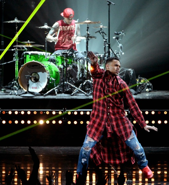 chris-brown-bet-awards-2014-03.jpg