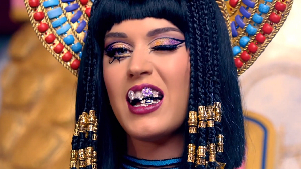 katy-perry-dark-horse-music-video-01.jpg