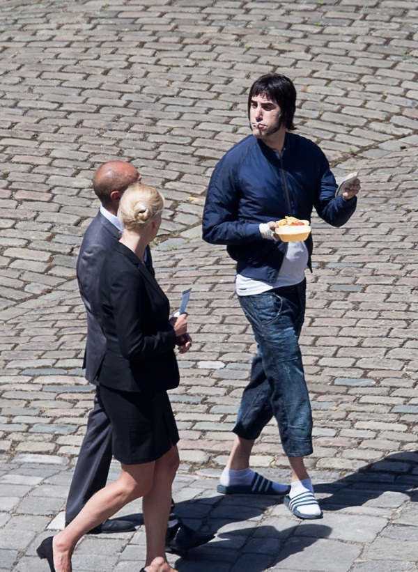 sacha-baron-cohen-gets-into-character-for-grimsby-12.jpg