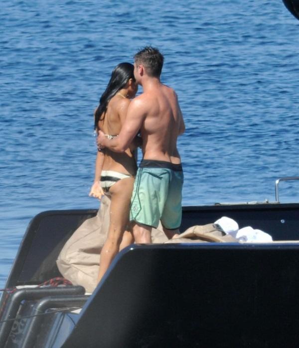 zac-efron-michelle-rodriguez-kissing-photos-06.jpg