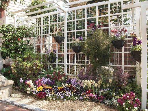 ラインの館花壇