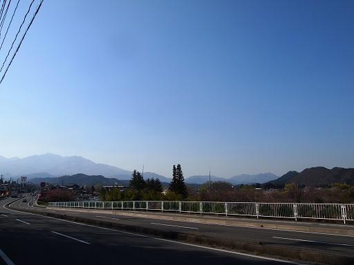 リバーサイド前の道路景色
