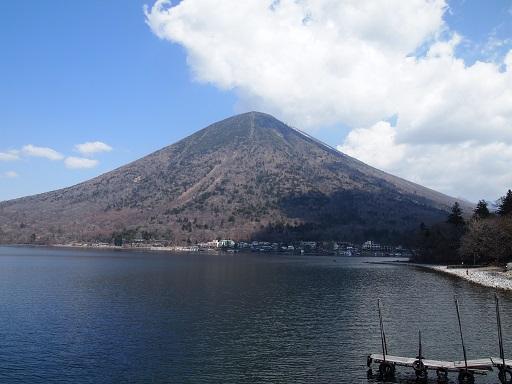 中禅寺湖男体山