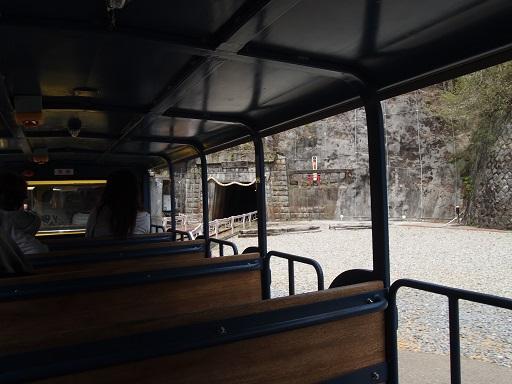 足尾銅山観光列車坑道へ