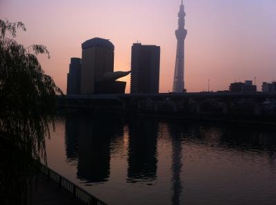 朝の隅田川