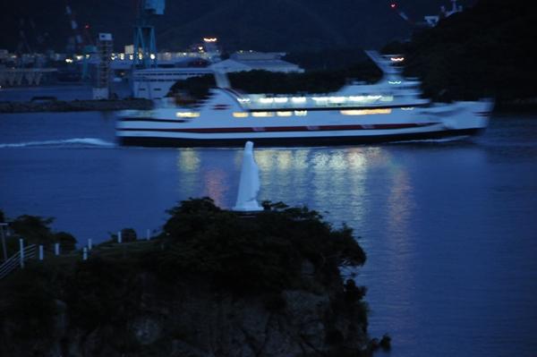 神ノ島・船を見守る