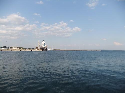 アレクサンドルポリ_海沿いで (2)