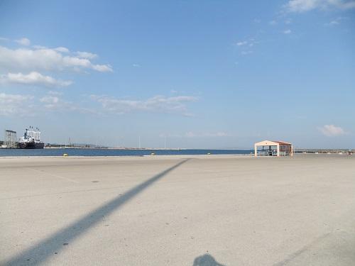 アレクサンドルポリ_海沿いで (3)