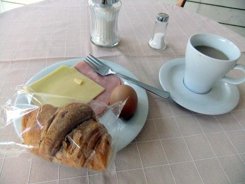 アレクサンドルゥポリ_ホテルの朝食