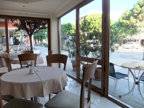 アレクサンドルゥポリ_ホテルの朝食ルーム